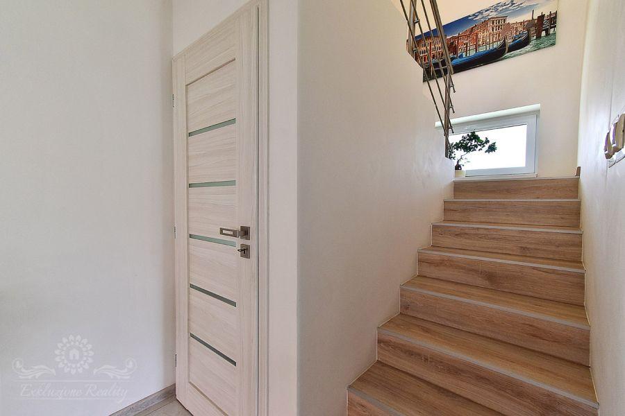Na predaj čiastočne zariadený 4 izbový dom v meste Liptovský Mikuláš mestská časť Liptovská Ondrašová
