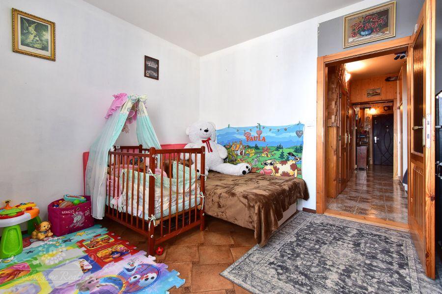 Na predaj byt s 3-mi nepriechodnými izbami a presklenou loggiou Poprad / Juh 3